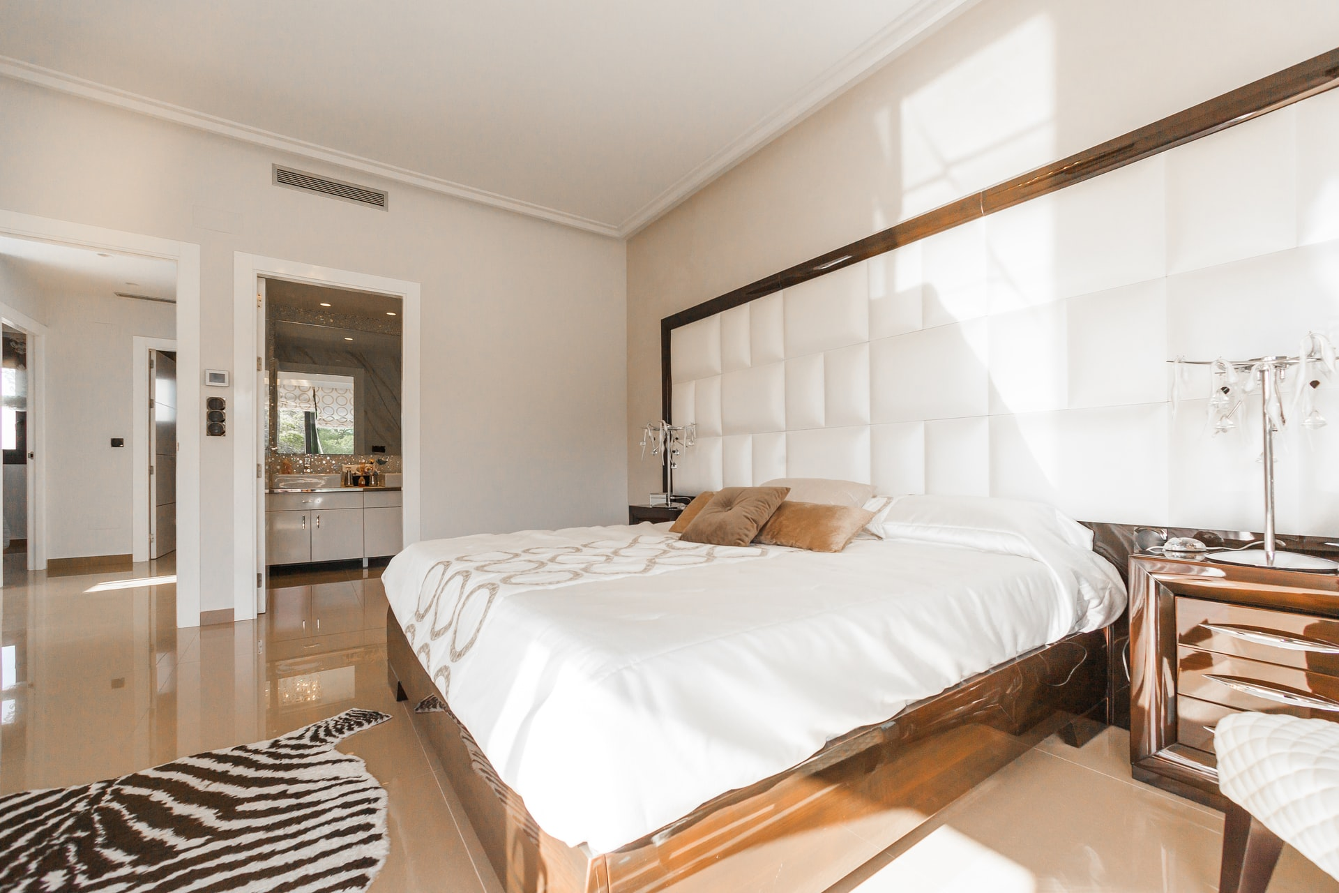 Improve Your Master Bedroom with an On-Suite Home Addition